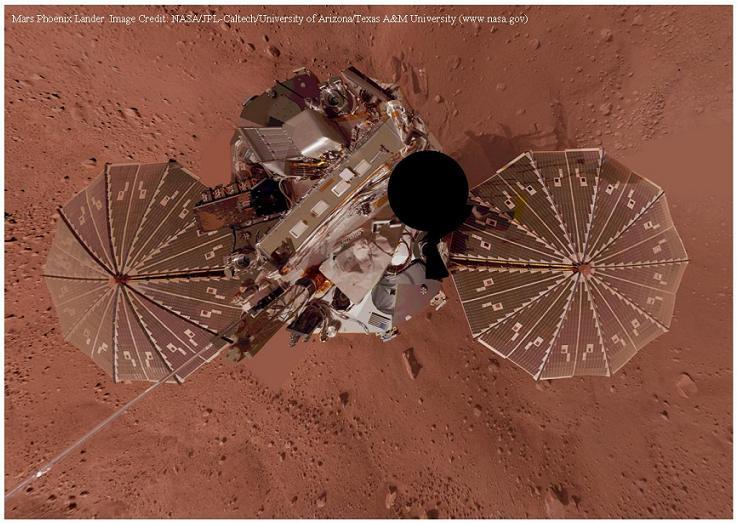 Il lander della missione Phoenix della NASA in un autoritratto dopo l'atterraggio su Marte. Credit: NASA.