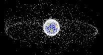 I principali detriti spaziali che circondano la Terra.