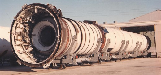 Un Solid Rocket Booster dello Space Shuttle (KSC-381C-3093.03)