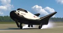 Ricostruzione artistica di un atterraggio del Dream Chaser con in evidenza il pattino anteriore e i carrelli principali (Credits SNC)