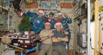 Natale 2009 sulla ISS con l'equipaggio della Expedition 22. Fonte: NASA