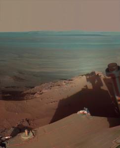 Opportunity cattura la sua ombra in un tardo pomeriggio marziano del 2012. (c) NASA/JPL-Caltech/Cornell/Arizona State Univ.