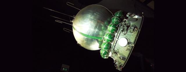 Mockup della capsula Vostok 1 al Musée de l'Air et de l'Espace di Parigi, Le Bourget. Foto dell'utente Pline di Wikimedia Commons distribuita con licenza GNU Free Documentation License http://commons.wikimedia.org/wiki/File:Vostok-1-musee-du-Bourget-P.jpg
