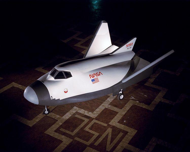 Il mock-up dell'HL-20 (Credit NASA/James Schultz - Fotografia pubblicata nel libro Winds of Change, 75th Anniversary NASA publication (page 131), di James Schultz)