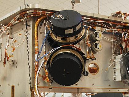 Due delle ruote di reazione di Kepler durante l'assemblaggio. Credit: Ball Aerospace.