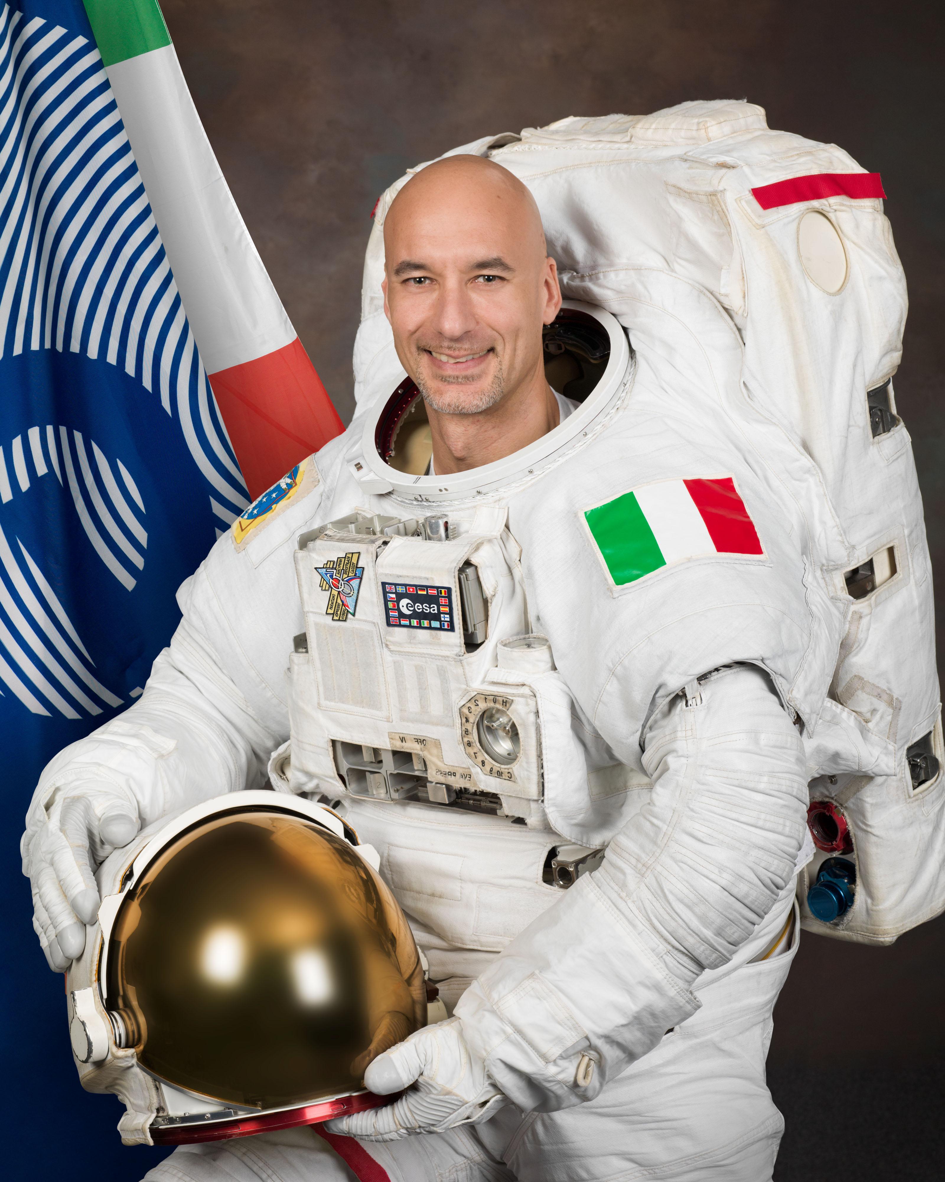 Spazio, l'astronauta Luca Parmitano è il primo italiano alla guida dell'Iss