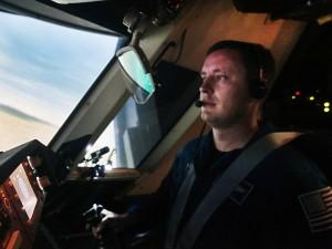 L'astronauta Jack Fisher ai comandi della simulazione di atterraggio del Dream Chaser (C) NASA/David C. Bowman