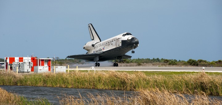 L'atterraggio di STS-133 Discovery alla Shuttle Landing Facility del Kennedy Space Center. Fonte: NASA