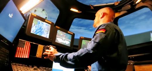 L'astronauta Alexander Gerst si addestra al rendezvous e berthing nel simulatore della Cupola al JSC. Fonte: Alexander Gerst/NASA
