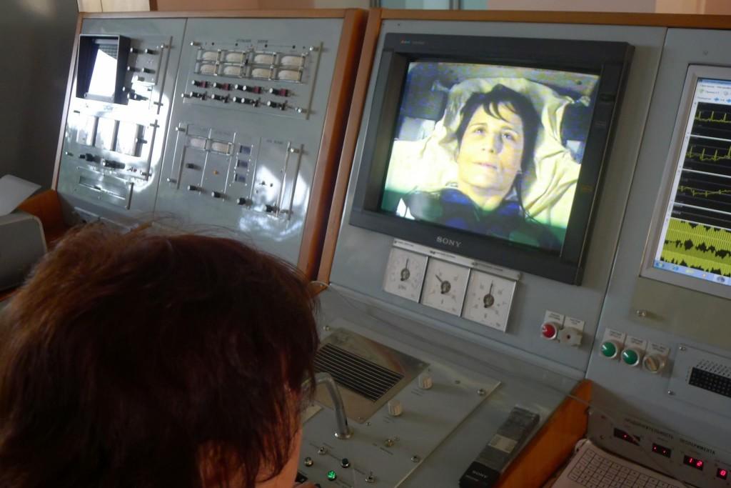 Samantha Cristoforetti durante una sessione a 8G nella centrifuga di Star City. Fonte: Gagarin Cosmonaut Training Center