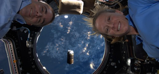 Chris Cassidy e Karen Nyberg in Cupola per la cattura di HTV-4. Fonte: NASA