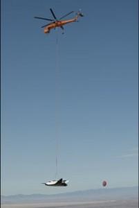 Il Dream Chaser portato in volo da un Erickson Air-Crane