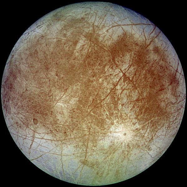 Europa vista dalla sonda Galileo il 7 settembre 1996 da circa 677.000 Km. (Credits: NASA)