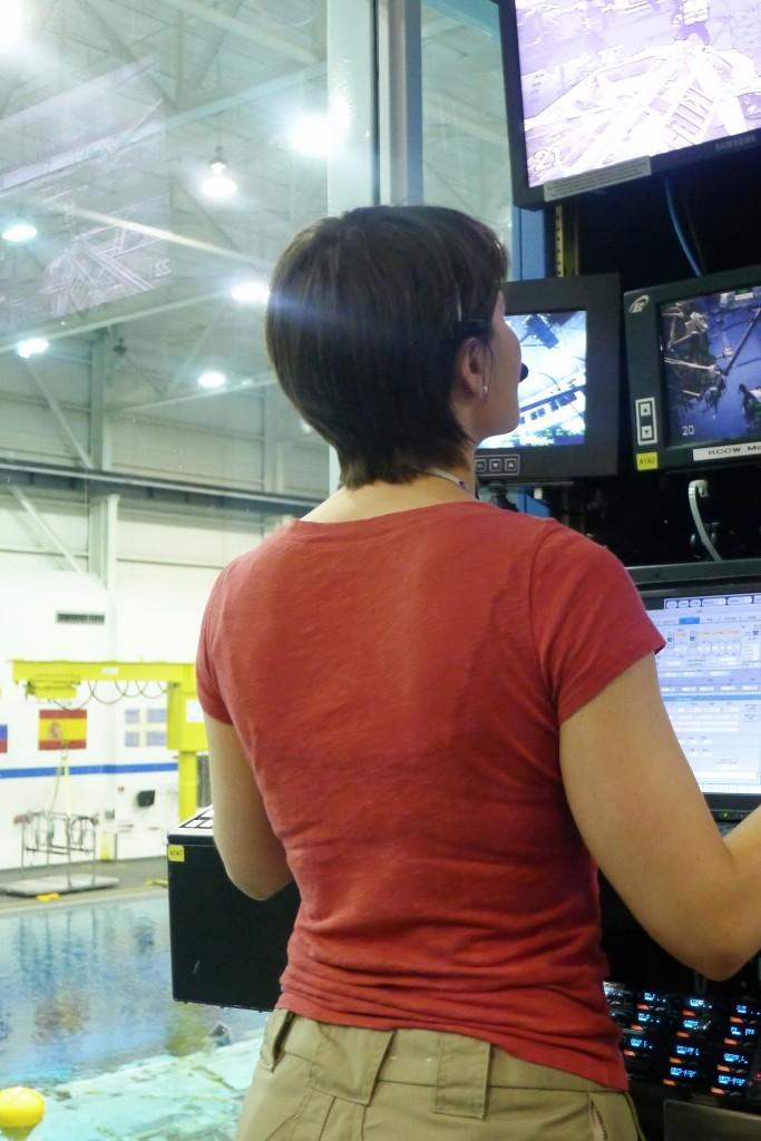 Samantha Cristoforetti ai comandi del Canadarm 2 del NBL al JSC. Fonte: Samantha Cristoforetti