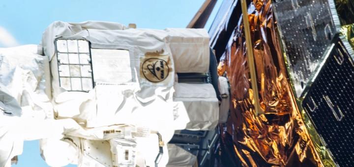 L'estremità del braccio robotico Canadarm 2 agganciata al perno di presa di HTV-4. Fonte: NASA