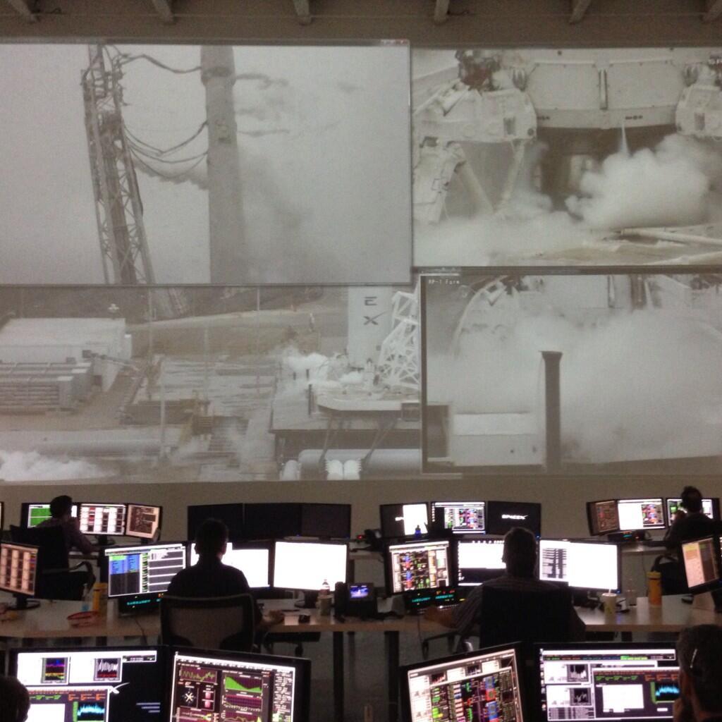 La sala di controllo di SpaceX durante il test di accensione statico. Credit: SpaceX