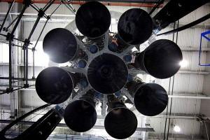"""Motori Merlin 1D del Falcon 9 v1,1 nella configurazione """"Octaweb"""". Credit: SpaceX."""