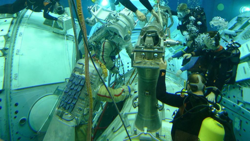 Samantha Cristoforetti in una simulazione di EVA all'Hydrolab di Star City. Fonte: Samantha Cristoforetti