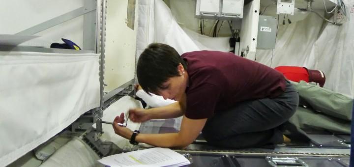 Samantha Cristoforetti nell'addestramento avanzato ai sistemi di Columbus all'EAC. Fonte: Samantha Cristoforetti
