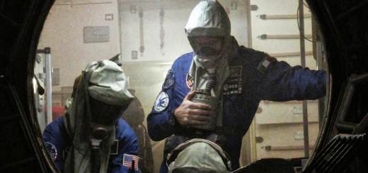 Paolo Nespoli e il suo equipaggio in una simulazione di incendio nel mockup del segmento russo della ISS a Star City. Fonte: Gagarin Cosmonaut Training Center