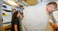 La tenda che impedisce all'atmosfera di ATV di mischiarsi con quella della ISS installato nel mockup all'EAC di Colonia. Fonte: Samantha Cristoforetti