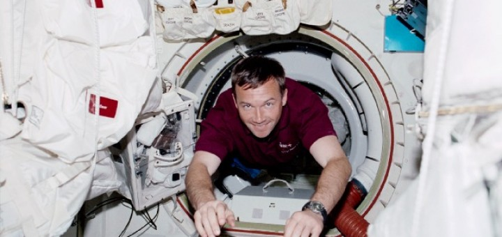 Il cosmonauta Yury Lonchakov nella missione Shuttle STS-100. Fonte: NASA