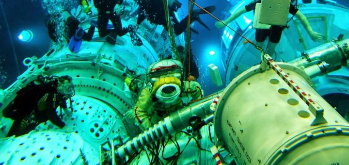 Samantha Cristoforetti in tuta Orlan nell'Hydrolab di Star City. Fonte: Gagarin Cosmonaut Training Center