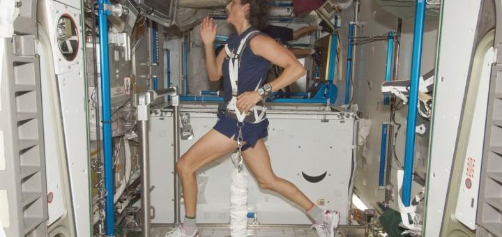 Sunita Williams sul tapis roulant della ISS. Fonte: NASA