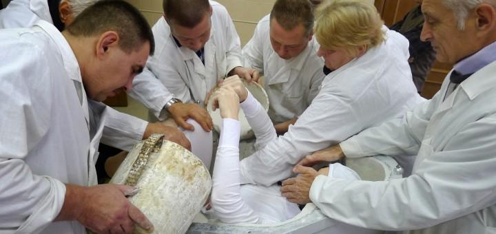 Preparazione dello stampo per il seggiolino Soyuz di Samantha Cristoforetti. Fonte: Samantha Cristoforetti