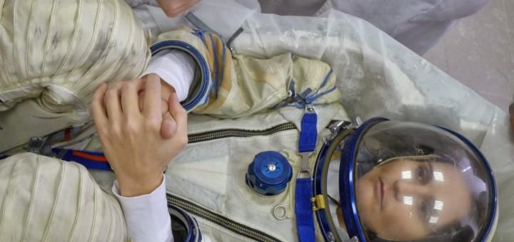 Samantha Cristoforetti nella sessione per la preparazione della forma del seat liner presso Svesda. Fonte: Samantha Cristoforetti