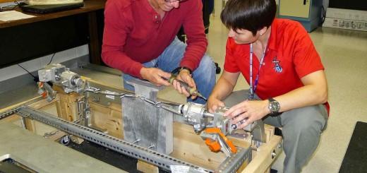 Samantha Cristoforetti si addestra alla manutenzione del tapis roulant T2 al JSC. Fonte: Samantha Cristoforetti
