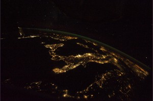 L'Italia ripresa in notturna da Luca Parmitano (ESA/NASA)