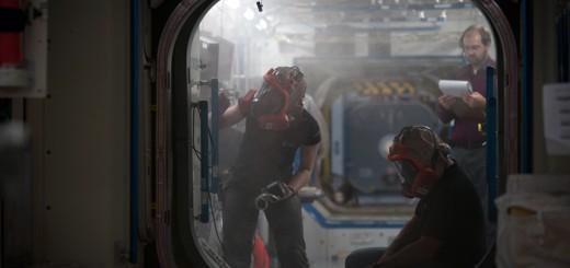 Houston, texas-Samantha Cristoforetti Astronauta dell'Agenzia Spaziale Europea (ESA), insieme all'astronauta statunitense Mark Vande, nella riproduzione della Stazione Spaziale Internazionale, durante una fase del suo allenamento al Johnson Space Center della Nasa che prevede la gestione di scenari d'emergenza, in questo caso incendio, che potrebbero verificarsi sulla stazione spaziale ISS durante la sua futura missione nello spazio. Fonte: (C) Milo Sciaky