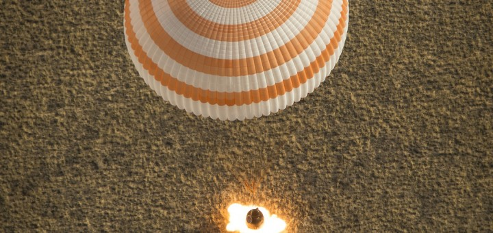 L'atterraggio della Soyuz TMA-08M. Fonte: NASA/Bill Ingalls