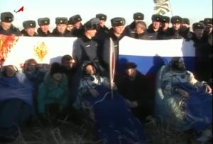 Karen Nyberg, Fyodor Yurchikhin e Luca Parmitano pochi minuti dopo l'atterraggio