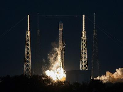 Il Falcon 9 v 1.1 con a bordo il satellite SES-8 sul Launch Pad 40 di Cape Canaveral. (C) SpaceX