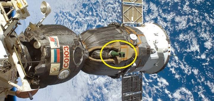 Una Soyuz attraccata alla ISS con evidenziato il periscopio. Fonte: NASA