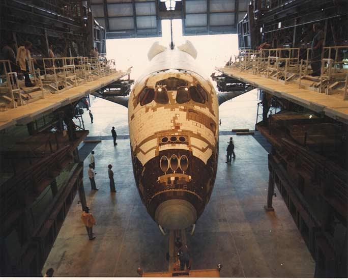 24 Marzo 1979 - Il primo  Space Shuttle orbiter, Columbia, è arrivato al KSC dove ha trascorso 610 giorni nei preparativi per il suo primo volo, in una delle Orbiter Processing Facility.  (C) NASA