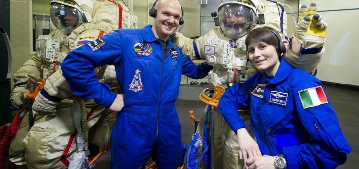 Samantha Cristoforetti e Alexander Gerst nel simulatore dell'airlock Orlan a Star City. Fonte: Gagarin Cosmonaut Training Center