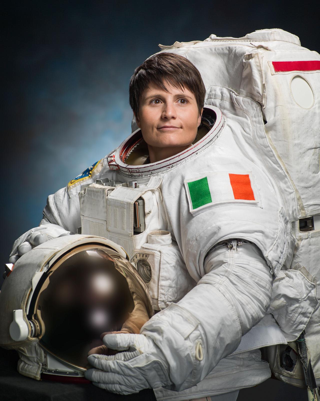 Risultati immagini per astronauta samantha cristoforetti
