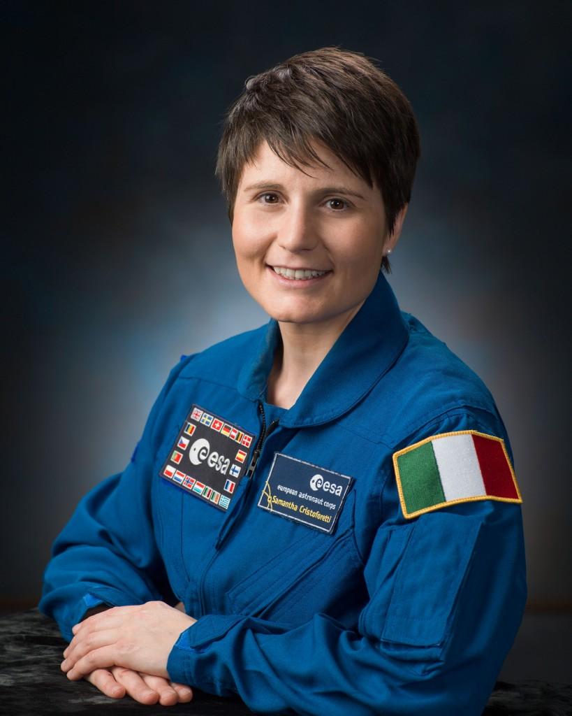 Ritratto NASA di Samantha Cristoforetti in uniforme da astronauta. Fonte: NASA
