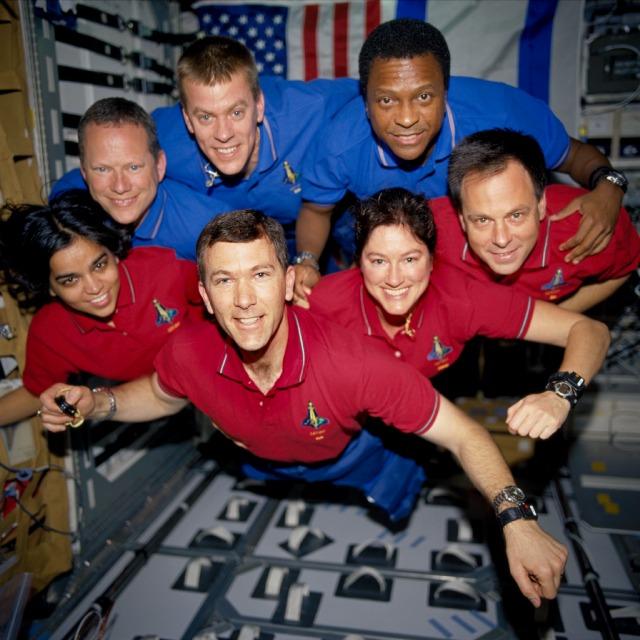 L'equipaggio della missione STS-107 Dal basso a sinistra, Kalpana Chawla, Rick D. Husband, Laurel B. Clark, Ilan Ramon. I  alto a sinistra David M. Brown,  William C. McCool, Michael P. Anderson