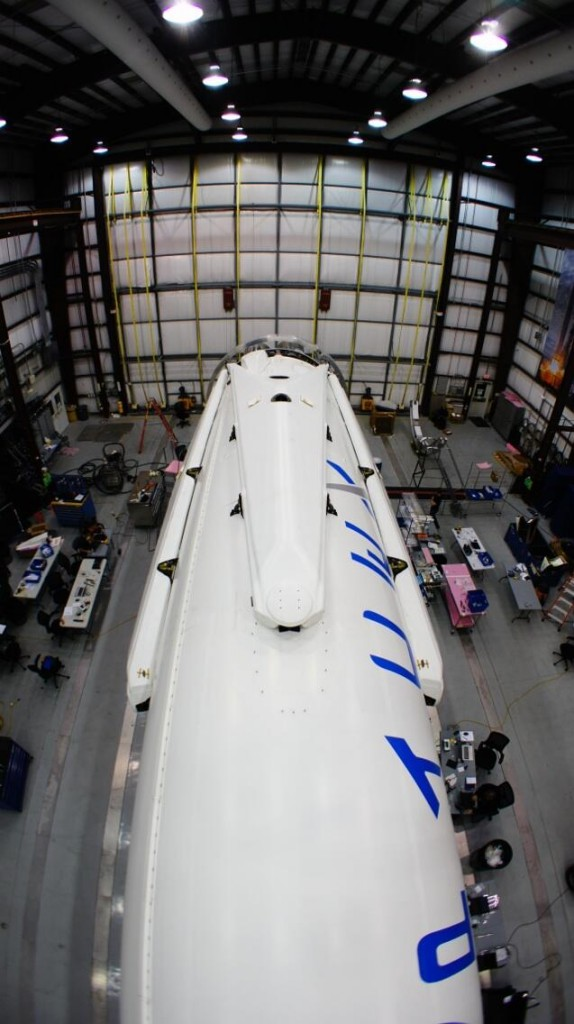 """Le """"zampe"""" del primo stadio del Falcon 9 al termine dell'assemblaggio per la missione CRS-3. Credit: SpaceX."""