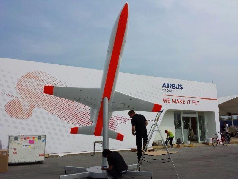 Il prototipo in scala esposto all'AirShow di Singapore. Credit: Copyright Airbus Group / J.V. REYMONDON