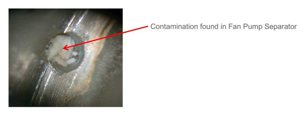 Uno dei fori occlusi dal contaminante - Fonte: NASA