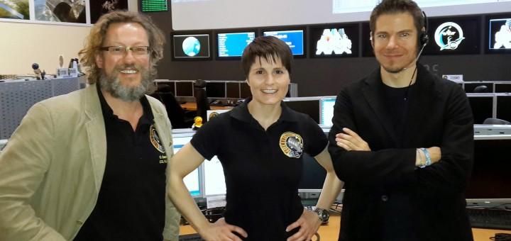 Samantha Cristoforetti a COL-CC con gli Increment Operations Lead per l'Increment 42 (Simon, a destra) e Increment 43 (Cesare, a sinistra). Credit: Samantha Cristoforetti