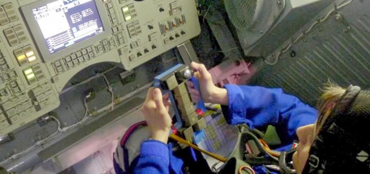 Samantha Cristoforetti si addestra all'esame di rientro manuale della Soyuz nella centrifuga di Star City. Credit: Samantha Cristoforetti