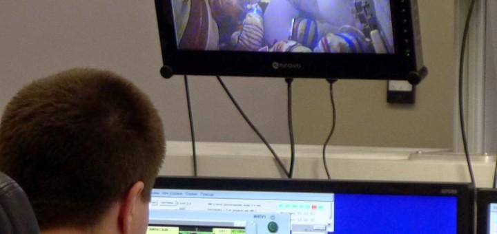L'istruttore segue una simulazione di incendio nella Soyuz con Samantha Cristoforetti e l'equipaggio della Soyuz TMA-15M. Credit: Samantha Cristoforetti