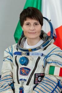 Ritratto ufficiale di Samantha Cristoforetti in tuta Sokol. Credit: Gagarin Cosmonaut Training Center