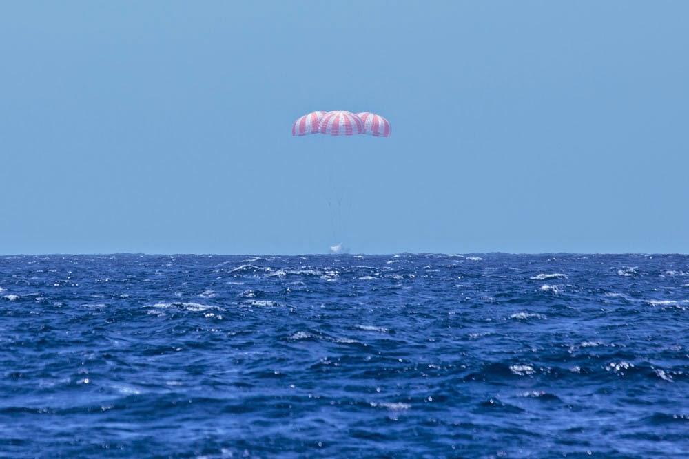 L'istante esatto dello splashdown. (C) SpaceX.